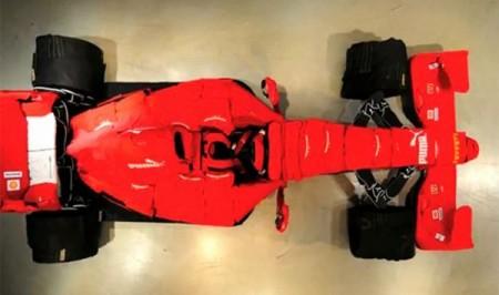 02 - Ferrari F1 fait de vêtement