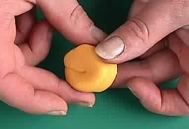 05 - La plus petite orange au monde faite par l'homme