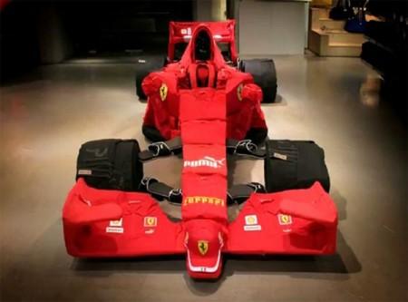 09 - Ferrari F1 fait de vêtement
