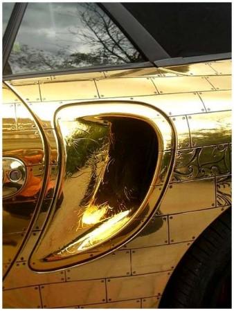 10 - BMW et Porsche en or