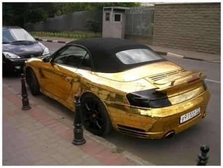13 - BMW et Porsche en or