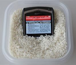 http://www.boobaan.fr/wp-content/uploads/2009/11/02-Votre-telephone-ou-iPod-est-tombe-dans-leau.jpg