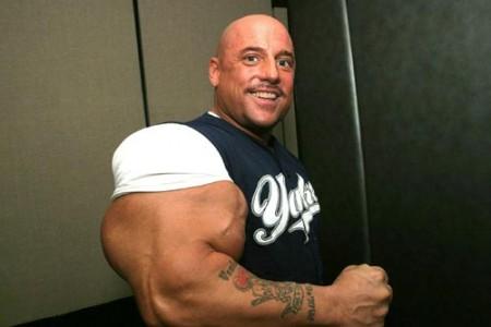 03 - Les plus gros biceps du monde