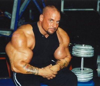 04 - Les plus gros biceps du monde