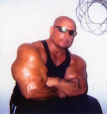 07 - Les plus gros biceps du monde